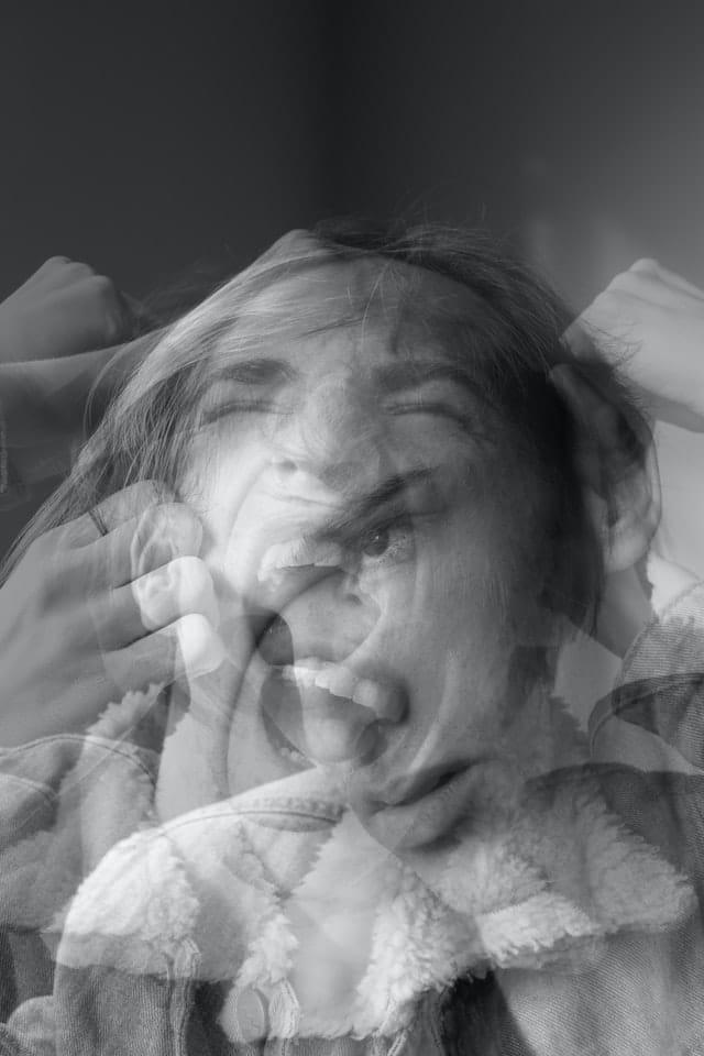 EMOCIONES DESAGRADABLES